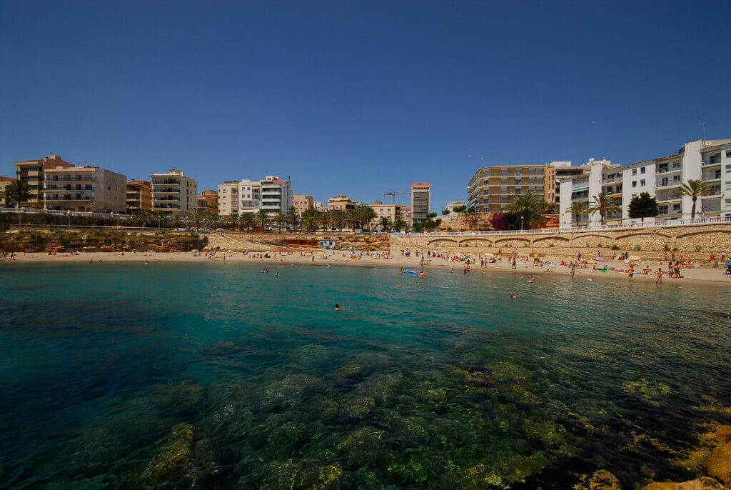 La playa L'Alguer se encuentra en el municipio de L'Ametlla de Mar, perteneciente a la provincia de Tarragona y a la comunidad autónoma de Cataluña