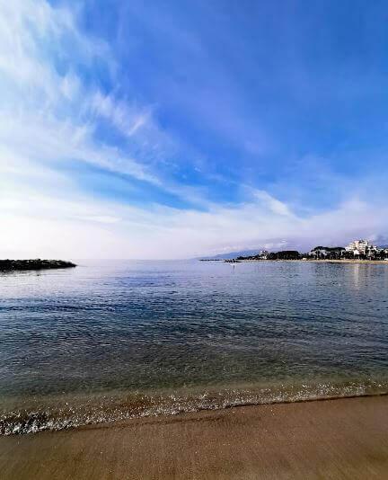 La playa L'Ardiaca se encuentra en el municipio de Cambrils, perteneciente a la provincia de Tarragona y a la comunidad autónoma de Cataluña