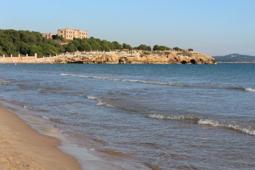 La playa L'Arrabassada se encuentra en el municipio de Tarragona, perteneciente a la provincia de Tarragona y a la comunidad autónoma de Cataluña
