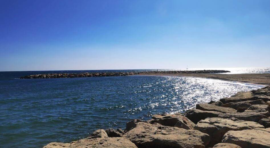La playa L'Horta de Santa María se encuentra en el municipio de Cambrils, perteneciente a la provincia de Tarragona y a la comunidad autónoma de Cataluña