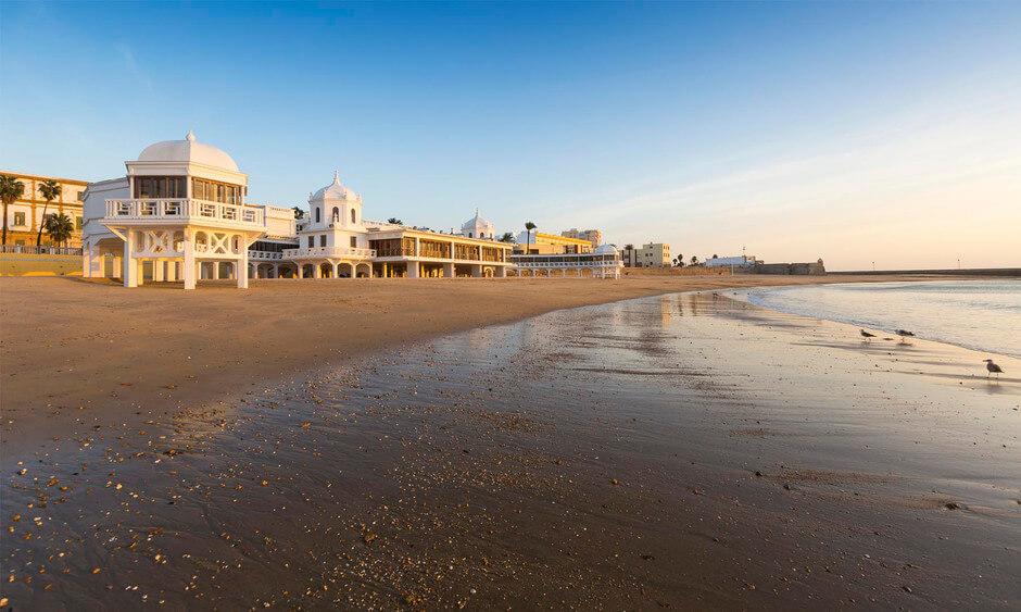 La playa La Caleta se encuentra en el municipio de Cádiz, perteneciente a la provincia de Cádiz y a la comunidad autónoma de Andalucía