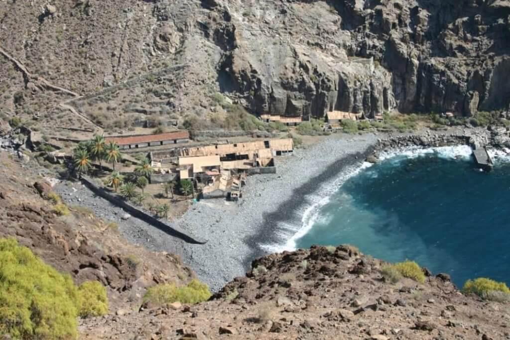 La playa La Cantera se encuentra en el municipio de Alajero, perteneciente a la provincia de La Gomera y a la comunidad autónoma de Canarias