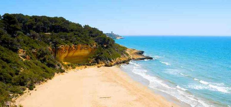 La playa La Fonda / Camping casas se encuentra en el municipio de Alcanar, perteneciente a la provincia de Tarragona y a la comunidad autónoma de Cataluña