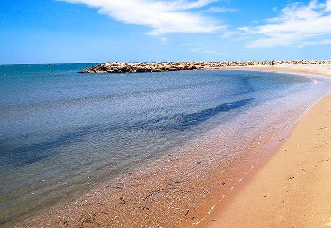 La playa La Llosa se encuentra en el municipio de Cambrils, perteneciente a la provincia de Tarragona y a la comunidad autónoma de Cataluña