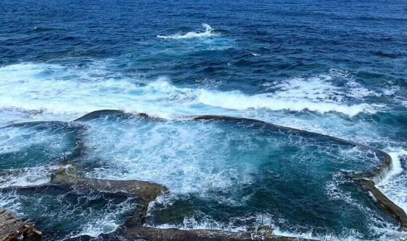 La playa La Maceta se encuentra en el municipio de Frontera, perteneciente a la provincia de El Hierro y a la comunidad autónoma de Canarias