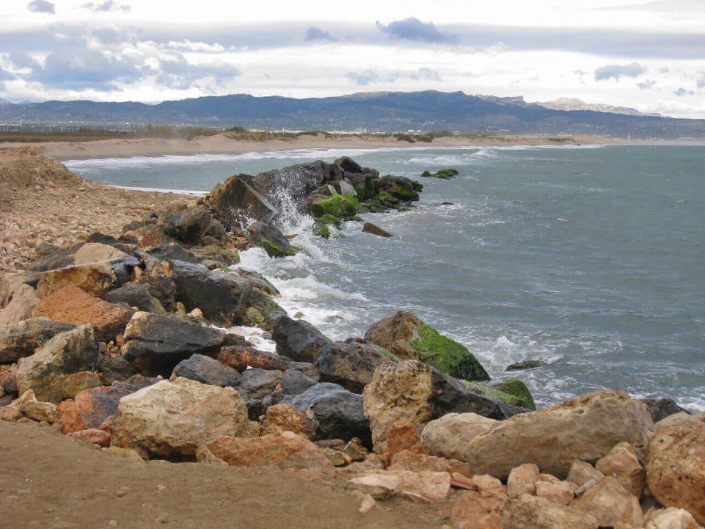 La playa La Marquesa se encuentra en el municipio de Deltebre, perteneciente a la provincia de Tarragona y a la comunidad autónoma de Cataluña