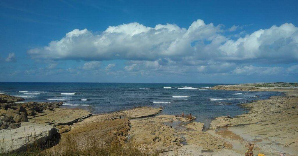 La playa La Maruca se encuentra en el municipio de Santander, perteneciente a la provincia de Cantabria y a la comunidad autónoma de Cantabria