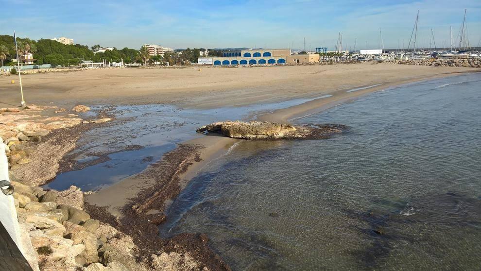 La playa La Pelliseta se encuentra en el municipio de Roda de Bar, perteneciente a la provincia de Tarragona y a la comunidad autónoma de Cataluña