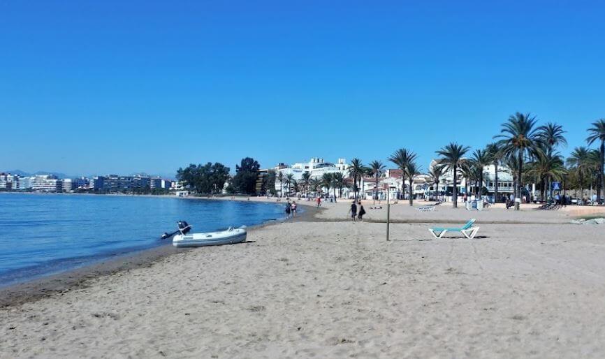 La playa La Perola / La Nova se encuentra en el municipio de Roses, perteneciente a la provincia de Girona y a la comunidad autónoma de Cataluña