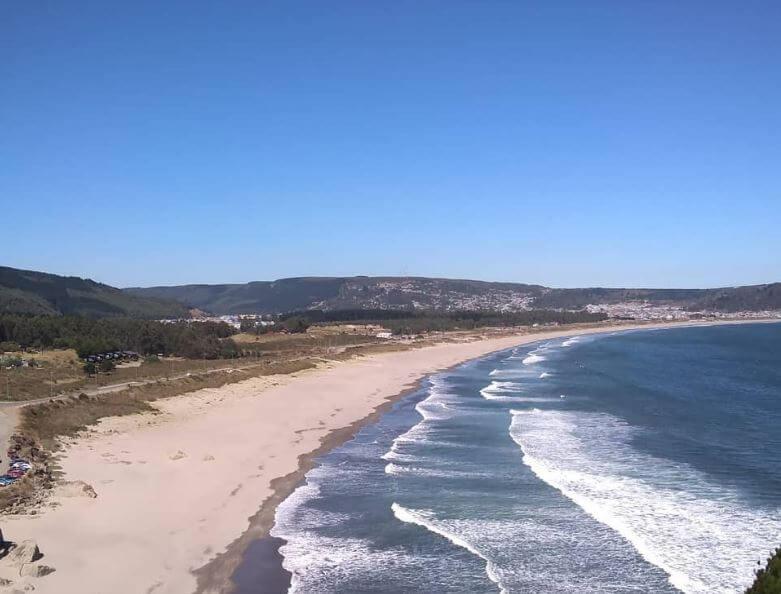 La playa La Pineda se encuentra en el municipio de Vila-seca, perteneciente a la provincia de Tarragona y a la comunidad autónoma de Cataluña