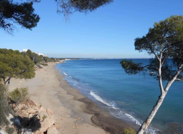 La playa La Pixerota se encuentra en el municipio de Mont-roig del Camp, perteneciente a la provincia de Tarragona y a la comunidad autónoma de Cataluña