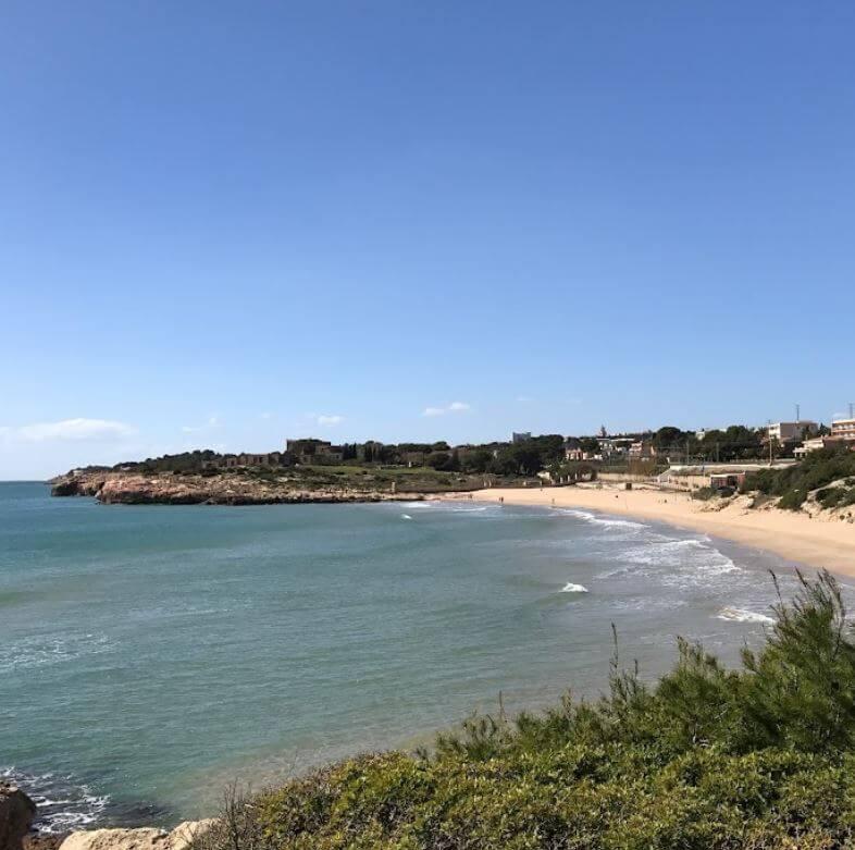 La playa La Savinosa se encuentra en el municipio de Tarragona, perteneciente a la provincia de Tarragona y a la comunidad autónoma de Cataluña