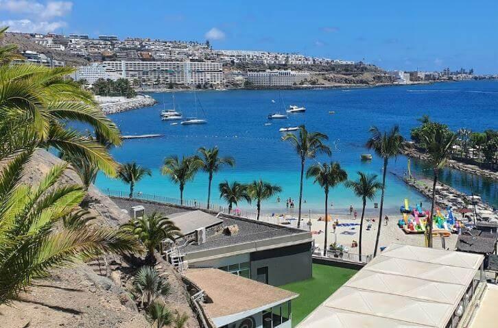 La playa La Verga se encuentra en el municipio de Mogán, perteneciente a la provincia de Las Palmas de Gran Canaria y a la comunidad autónoma de Canarias