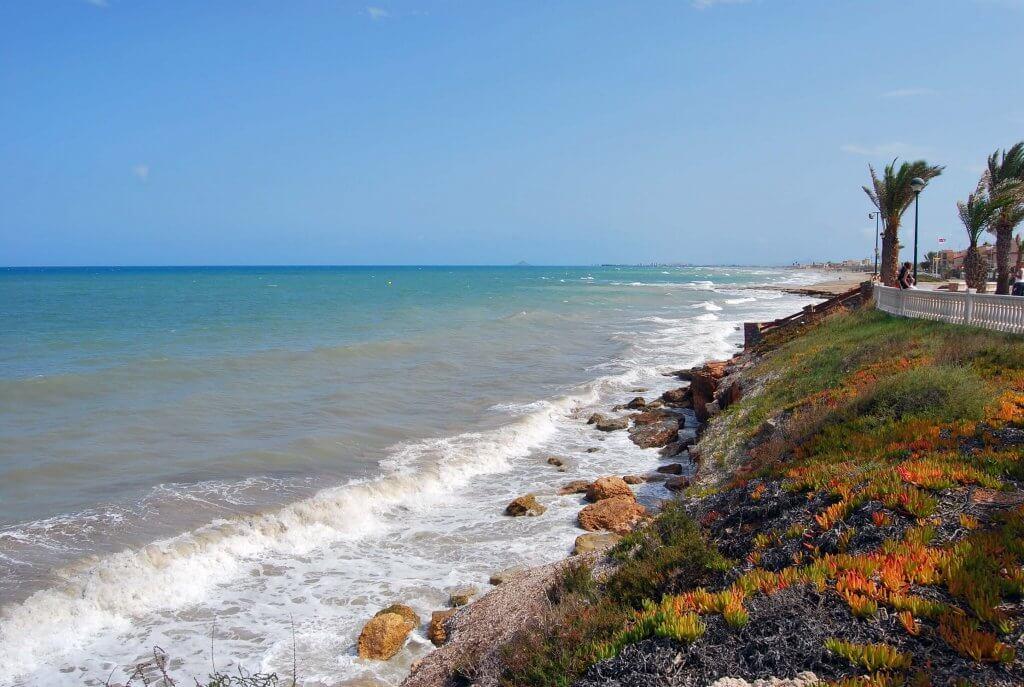 La playa Las Higuericas se encuentra en el municipio de Pilar de la Horadada, perteneciente a la provincia de Alicante y a la comunidad autónoma de Comunidad Valenciana