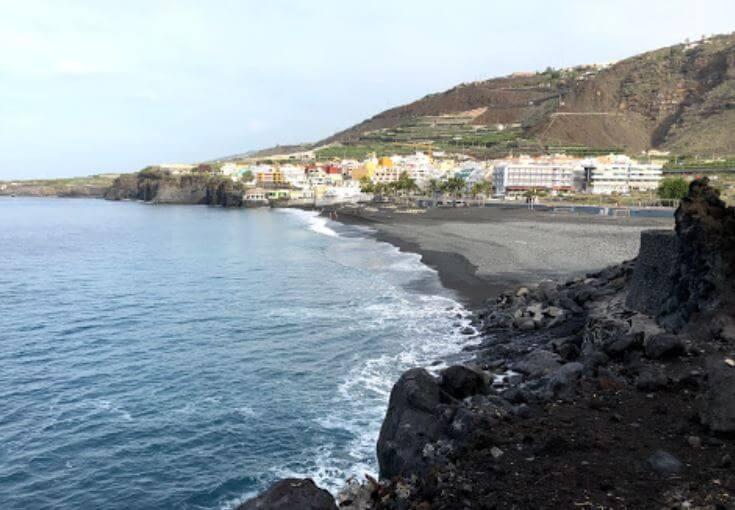 La playa Las Monjas se encuentra en el municipio de Los Llanos de Aridane, perteneciente a la provincia de La Palma y a la comunidad autónoma de Canarias