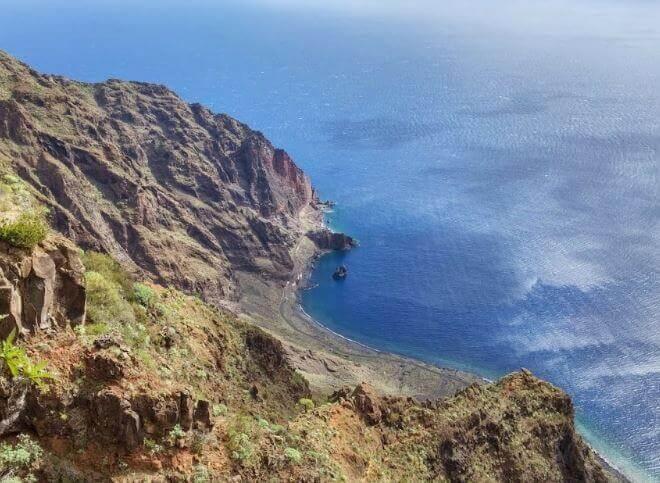 La playa Las Playas se encuentra en el municipio de Valverde, perteneciente a la provincia de El Hierro y a la comunidad autónoma de Canarias