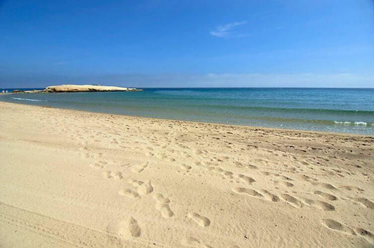 La playa Mar Serena se encuentra en el municipio de Pulpí, perteneciente a la provincia de Almería y a la comunidad autónoma de Andalucía