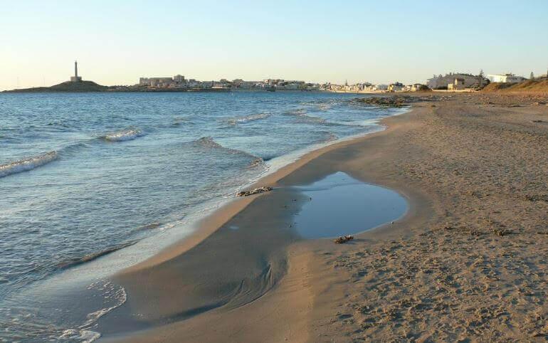 La playa Marchamalo / Barco Perdido se encuentra en el municipio de Cartagena, perteneciente a la provincia de Murcia y a la comunidad autónoma de Región de Murcia