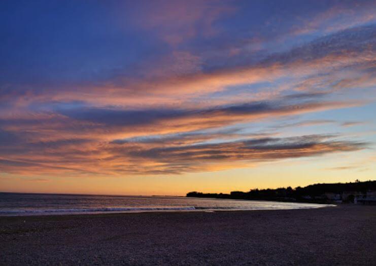 La playa Maricel se encuentra en el municipio de Alcanar, perteneciente a la provincia de Tarragona y a la comunidad autónoma de Cataluña