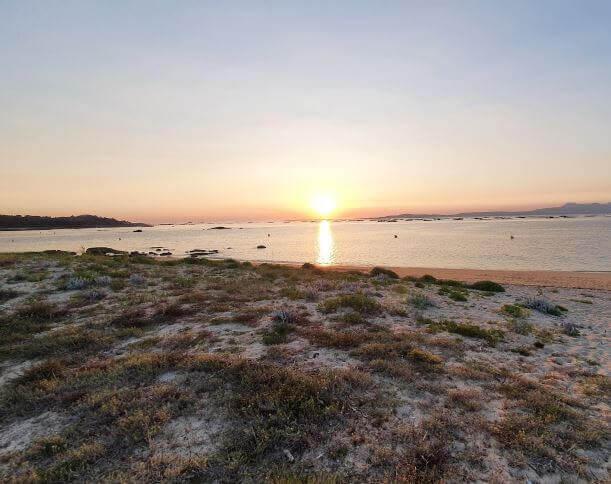 La playa Mexilloeira se encuentra en el municipio de O Grove, perteneciente a la provincia de Pontevedra y a la comunidad autónoma de Galicia