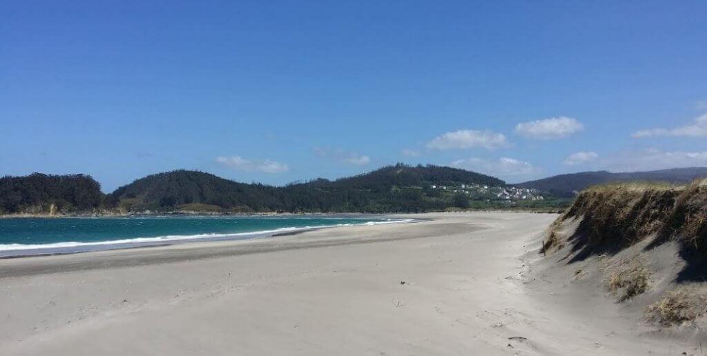 La playa Morouzos / Cabalar / San Martiño se encuentra en el municipio de Ortigueira, perteneciente a la provincia de A Coruña y a la comunidad autónoma de Galicia