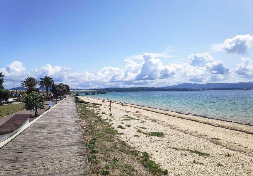 La playa O Vao / O Bao / Playa del Carreirón se encuentra en el municipio de A Illa de Arousa, perteneciente a la provincia de Pontevedra y a la comunidad autónoma de Galicia