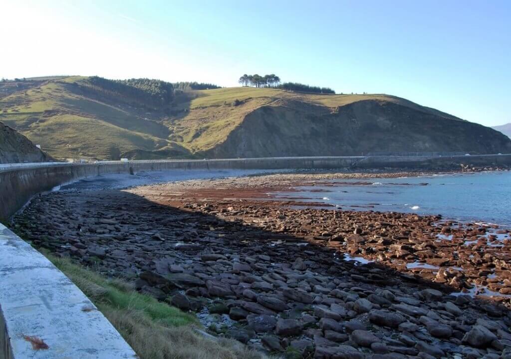 La playa Orruaga / Orrua se encuentra en el municipio de Getaria, perteneciente a la provincia de Gipuzkoa y a la comunidad autónoma de País Vasco