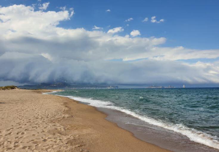 La playa Pals / Grau / Gran se encuentra en el municipio de Pals, perteneciente a la provincia de Girona y a la comunidad autónoma de Cataluña