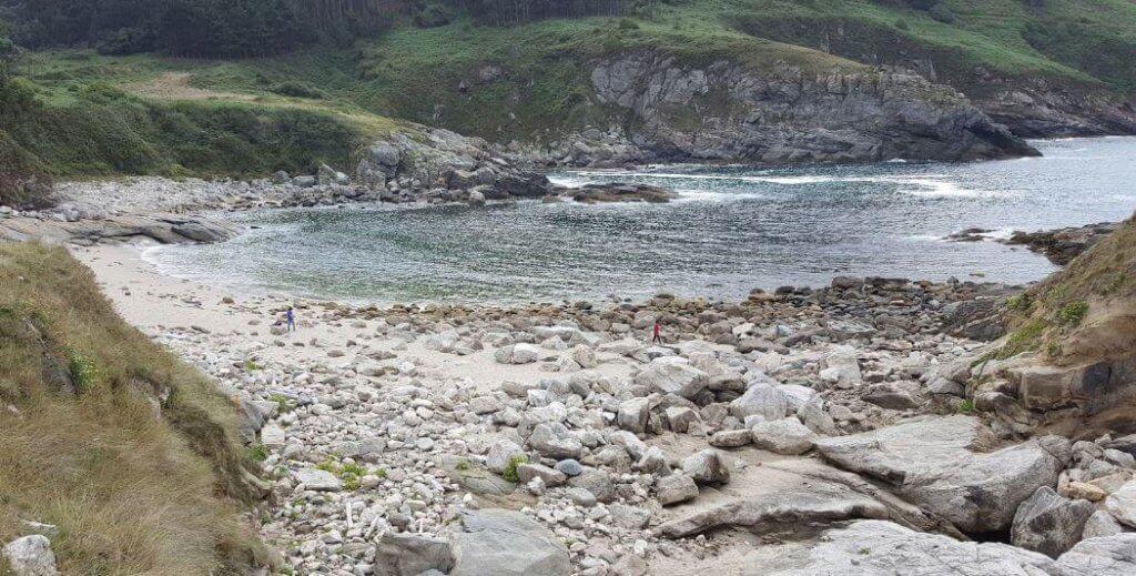 La playa Portonovo se encuentra en el municipio de Viveiro, perteneciente a la provincia de Lugo y a la comunidad autónoma de Galicia