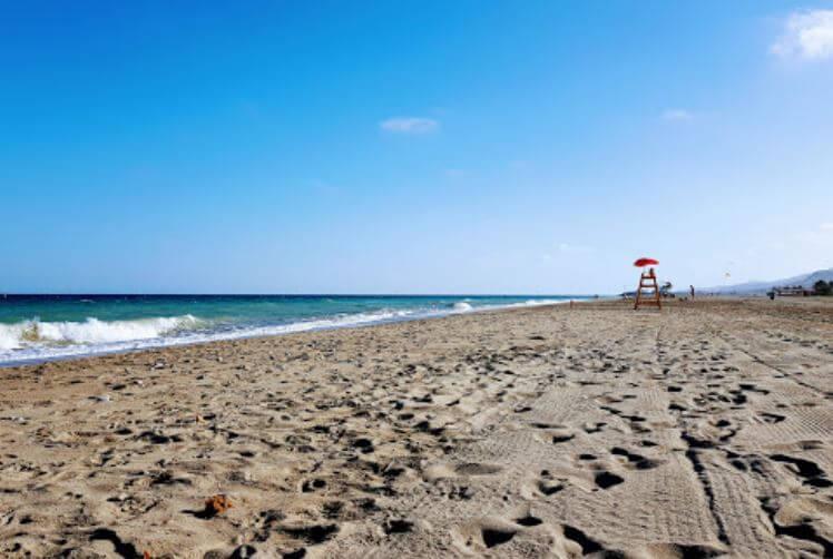 La playa Puerto Rey se encuentra en el municipio de Vera, perteneciente a la provincia de Almería y a la comunidad autónoma de Andalucía