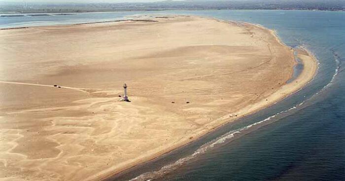 La playa Punta del Fangar se encuentra en el municipio de Deltebre, perteneciente a la provincia de Tarragona y a la comunidad autónoma de Cataluña