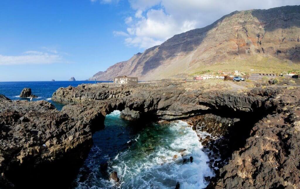 La playa Punta Grande se encuentra en el municipio de Frontera, perteneciente a la provincia de El Hierro y a la comunidad autónoma de Canarias