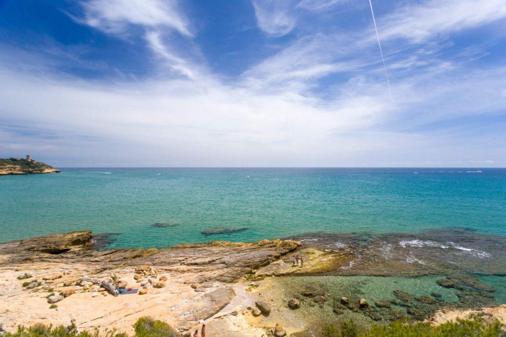 La playa Rocas Planas se encuentra en el municipio de Tarragona, perteneciente a la provincia de Tarragona y a la comunidad autónoma de Cataluña