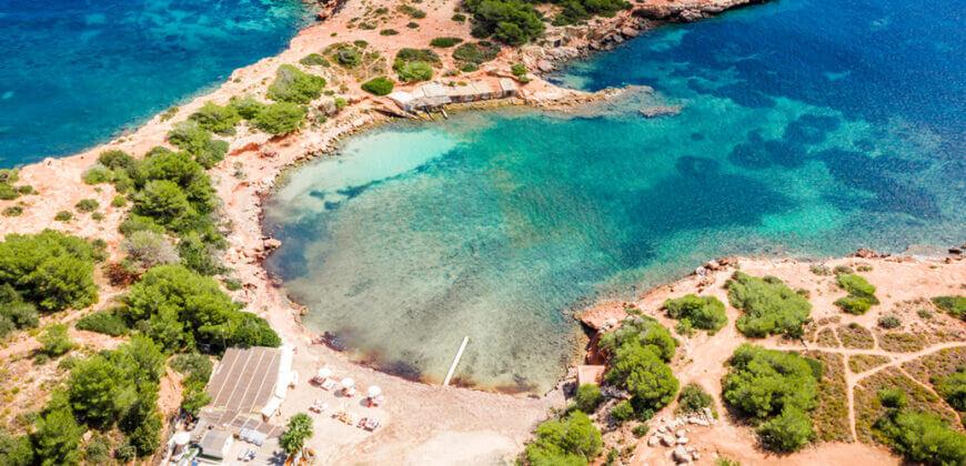 La playa S'Estanyol / Cala S'Estanyol se encuentra en el municipio de Santa Eulalia del Río, perteneciente a la provincia de Ibiza y a la comunidad autónoma de Islas Baleares