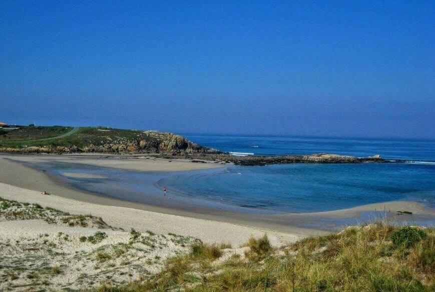 La playa Sabón / Alba se encuentra en el municipio de Arteixo, perteneciente a la provincia de A Coruña y a la comunidad autónoma de Galicia