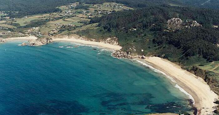 La playa San Antonio de Espasante se encuentra en el municipio de Ortigueira, perteneciente a la provincia de A Coruña y a la comunidad autónoma de Galicia