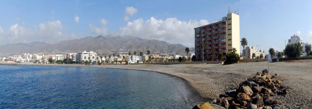 La playa San Nicolás se encuentra en el municipio de Adra, perteneciente a la provincia de Almería y a la comunidad autónoma de Andalucía