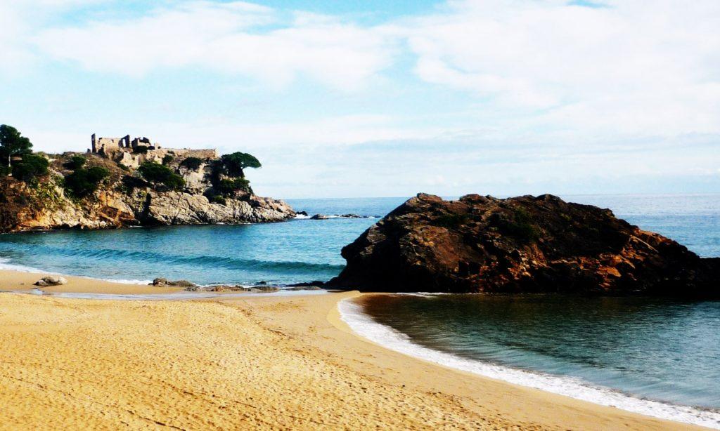 La playa Sant Esteve de la Fosca se encuentra en el municipio de Palamós, perteneciente a la provincia de Girona y a la comunidad autónoma de Cataluña