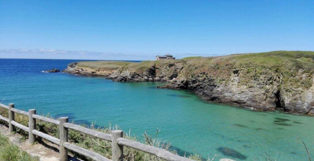 La playa Santa Comba se encuentra en el municipio de Ferrol, perteneciente a la provincia de A Coruña y a la comunidad autónoma de Galicia