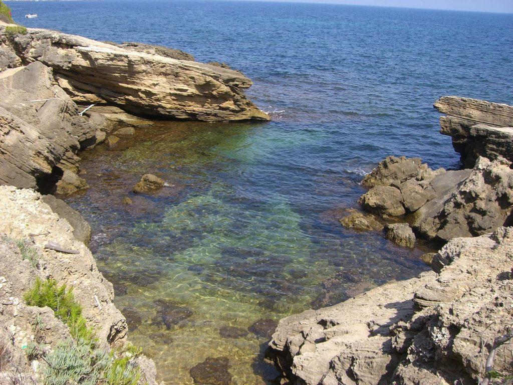 La playa Santa Llúcia se encuentra en el municipio de El Perell, perteneciente a la provincia de Tarragona y a la comunidad autónoma de Cataluña