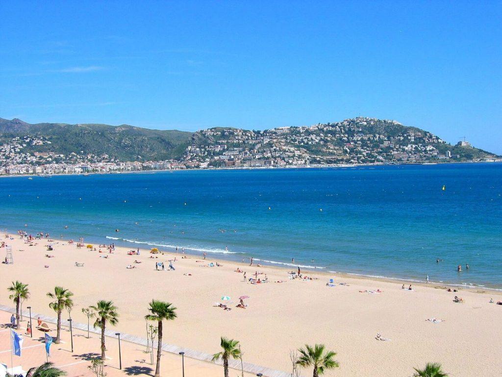 La playa Santa Margarida se encuentra en el municipio de Roses, perteneciente a la provincia de Girona y a la comunidad autónoma de Cataluña