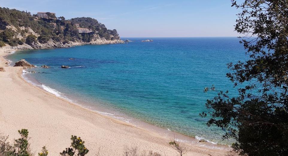 La playa Santa María de Llorell / Garbi y Llevant se encuentra en el municipio de Tossa de Mar, perteneciente a la provincia de Girona y a la comunidad autónoma de Cataluña