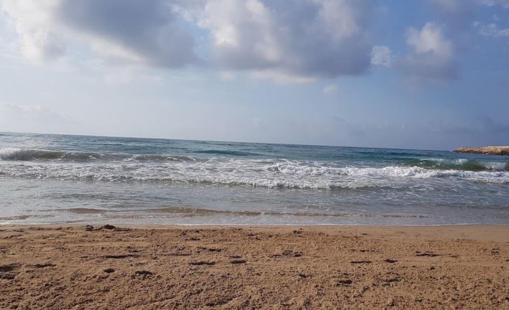 La playa Segur de Calafell se encuentra en el municipio de Calafell, perteneciente a la provincia de Tarragona y a la comunidad autónoma de Cataluña