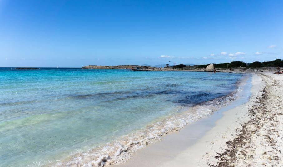 La playa Ses Illetes se encuentra en el municipio de Formentera, perteneciente a la provincia de Formentera y a la comunidad autónoma de Islas Baleares