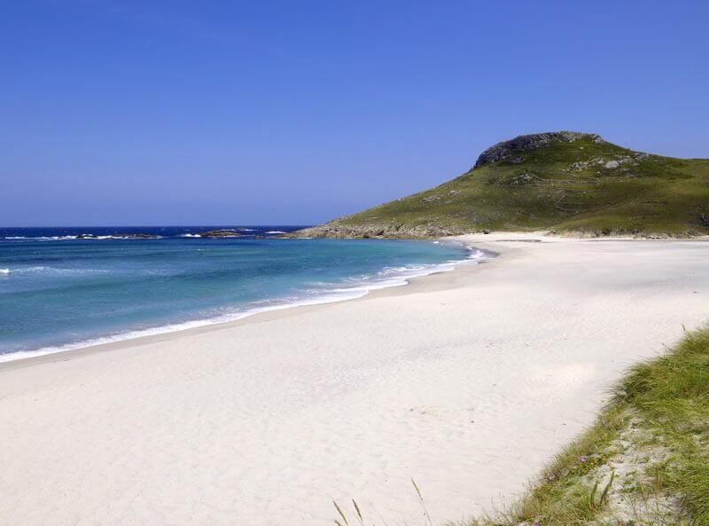 La playa Soesto se encuentra en el municipio de Laxe, perteneciente a la provincia de A Coruña y a la comunidad autónoma de Galicia