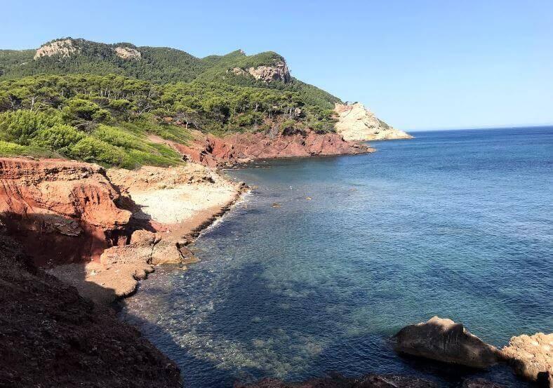 La playa Son Bunyola se encuentra en el municipio de Banyalbufar, perteneciente a la provincia de Mallorca y a la comunidad autónoma de Islas Baleares