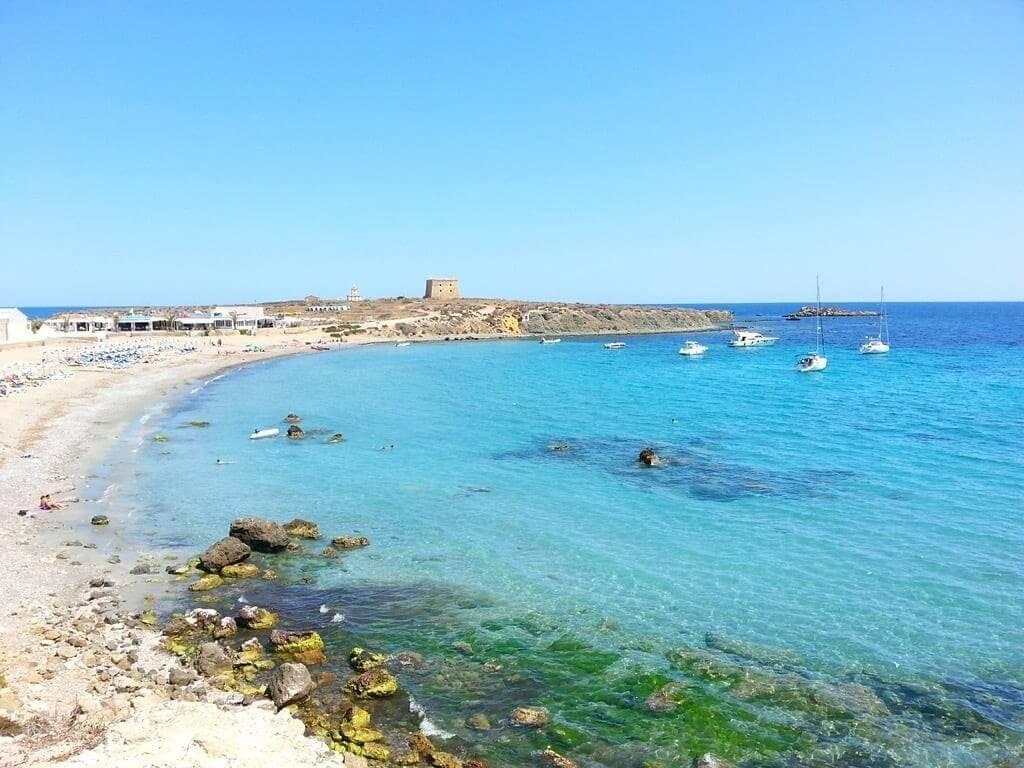 La playa Tabarca / Playa central se encuentra en el municipio de Alicante, perteneciente a la provincia de Alicante y a la comunidad autónoma de Comunidad Valenciana