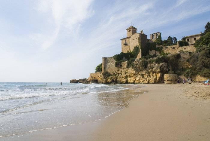 La playa Tamarit se encuentra en el municipio de Tarragona, perteneciente a la provincia de Tarragona y a la comunidad autónoma de Cataluña