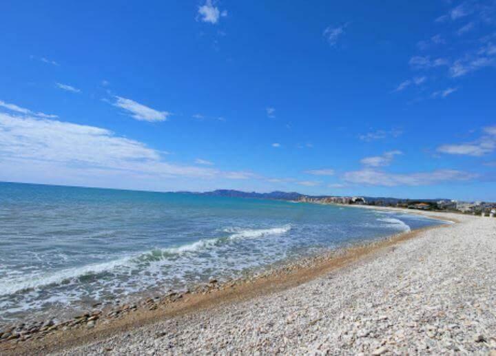 La playa Torrenostra se encuentra en el municipio de Torreblanca, perteneciente a la provincia de Castellón y a la comunidad autónoma de Comunidad Valenciana