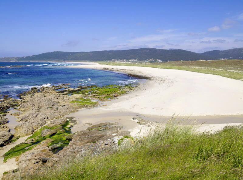 La playa Traba se encuentra en el municipio de Laxe, perteneciente a la provincia de A Coruña y a la comunidad autónoma de Galicia